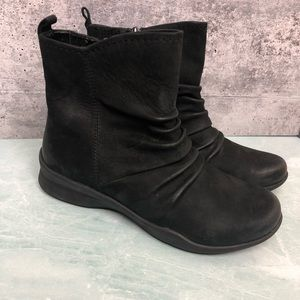 Earth Origins Shoes - Earth Origins black ruched zip up booties